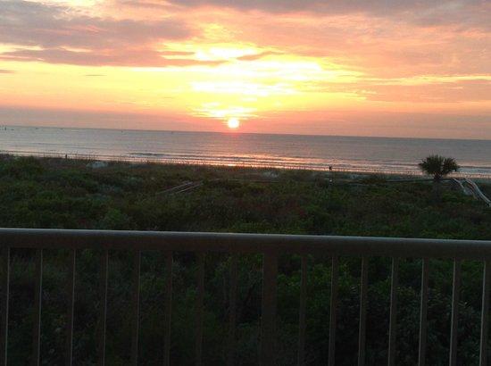 Holiday Inn Club Vacations Cape Canaveral Beach Resort : Sunrise