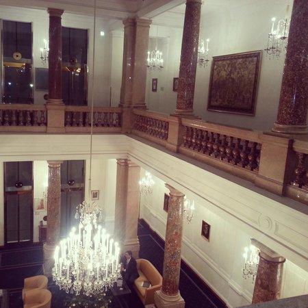 Hotel Ambassador: Room floor.