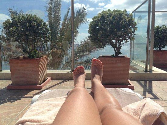 Gran Hotel Elba Estepona & Thalasso Spa: desde el solarium al lado de la piscina climatizada