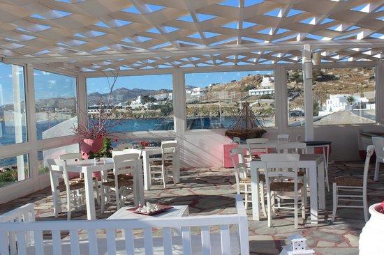 Mykonos Bay Hotel: Restaurant by the pool