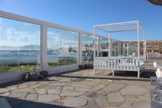 Mykonos Bay Hotel: The beach facing pool area..a treat for the eyes!