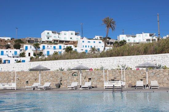 Mykonos Bay Hotel: Poolside