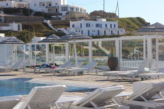 Mykonos Bay Hotel : Poolside