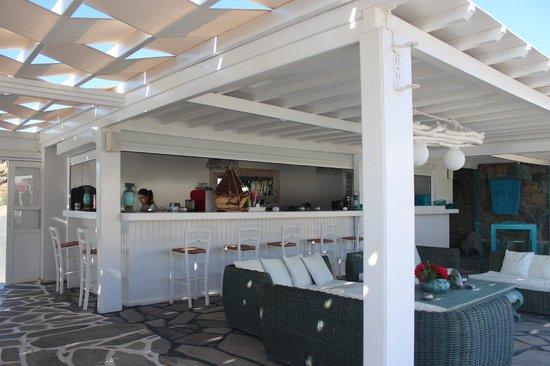 Mykonos Bay Hotel : Poolside restaurant / bar