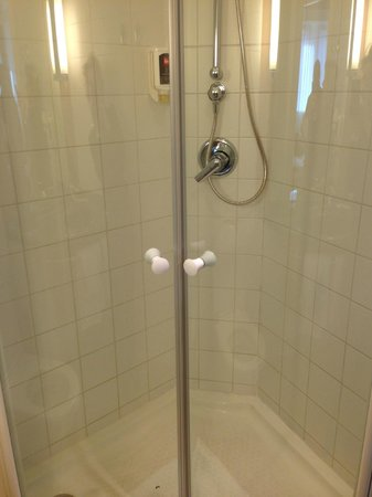 Ibis Innsbruck: doccia bagno