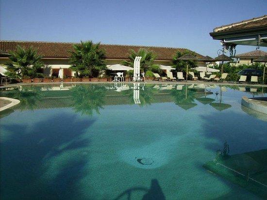 Heracles Village Hotel: piscina