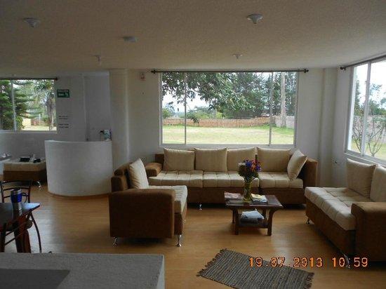 Quito Airport Suites : Common area,