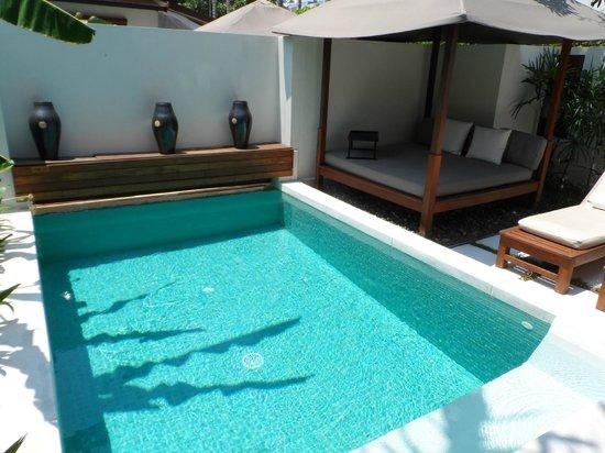 SALA Samui Choengmon Beach Resort : outdoor daybed