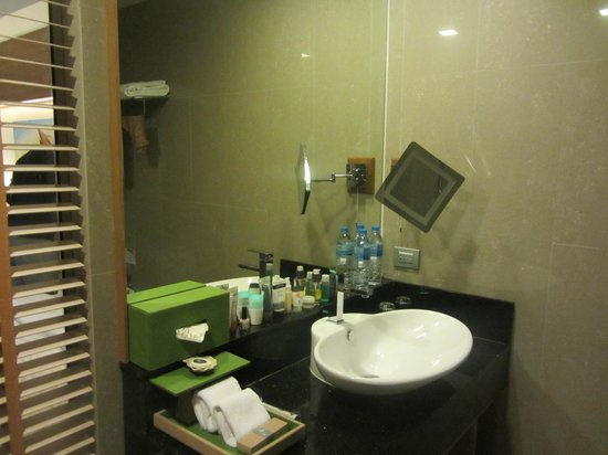 The Senses Resort & Pool Villas: Bathroom