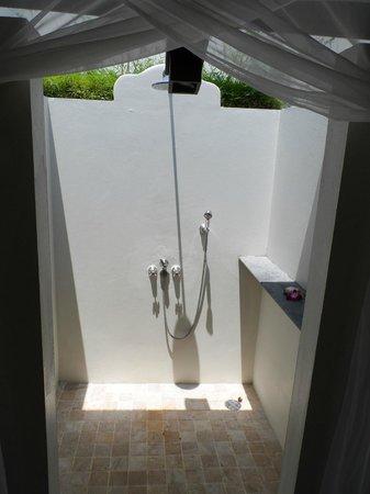 SALA Samui Choengmon Beach Resort : outdoor shower