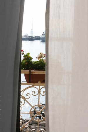 Dimora Dei Baroni B&B: Breeze through the window