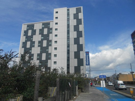 Travelodge London Stratford: From the street outside
