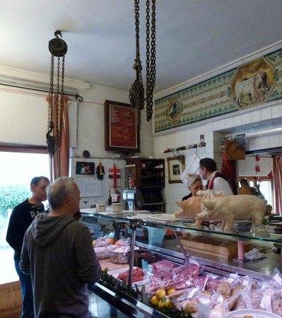 Mac Dario : The maestro in his shop