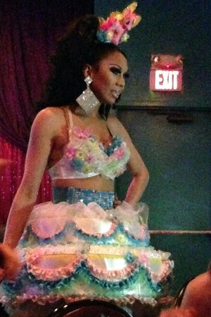 Lips Restaurant: Outrageous outfits!