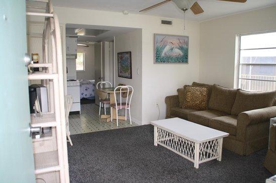 Hideaway Waterfront Resort & Hotel : King Suite