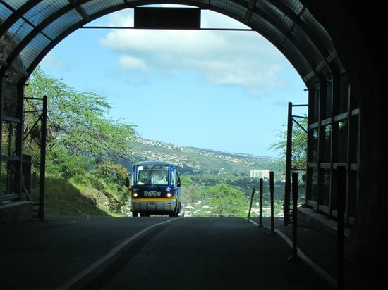 Aloha Private Tours: Tunnel leading into Diamond Head