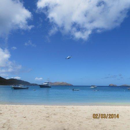 St. Jean Beach: Planes over the beach