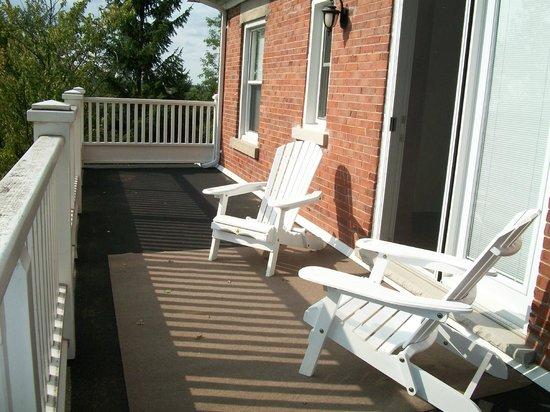 Windbreak Farm Bed and Breakfast: Upper storey verandah for guest use