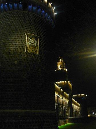 Castello Sforzesco: Castello notturno
