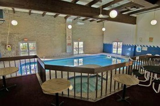 Voyageur Inn and Conference Center: Indoor Pool