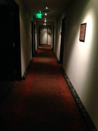 Glenn Hotel, Autograph Collection: Hallway