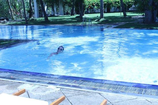 Mahaweli Reach Hotel : Big pool clean and refreshing