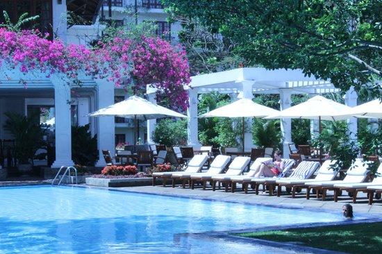 Mahaweli Reach Hotel : poolside