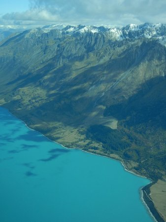 Air Milford : Glacier lake viewed from the Cessna