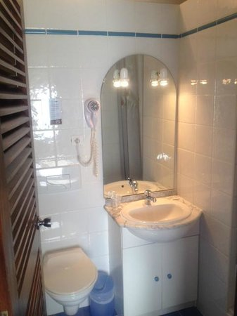 Hotel Azur : salle de bains