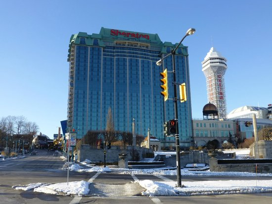Sheraton on the Falls : You see the hotel immediately when you enter Canada from the US