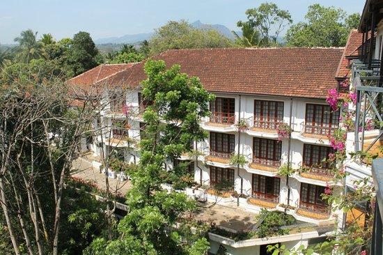 Mahaweli Reach Hotel : Big hotel