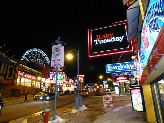 Sheraton on the Falls Hotel : Clifton Hill features arcades, fast food, and oddities