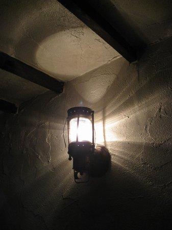 Dobbins Inn Hotel : Ye olde wall lamp.