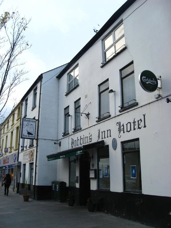 Dobbins Inn Hotel: Street view.