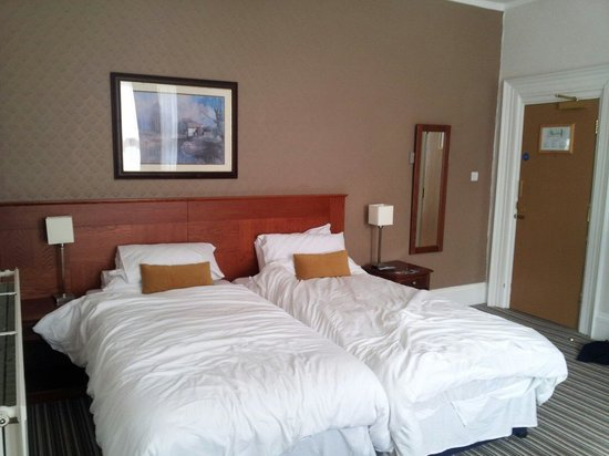 Innkeeper's Lodge Leeds Calverley: Room 4 is huge!! :)