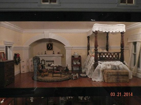 Abby Aldrich Rockefeller Folk Art Museum: miniature from doll house