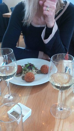 London Street Brasserie: scrummy beetroot and cheese fried balls!