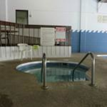 Voyageur Inn and Conference Center: Whirlpool