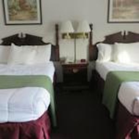 Voyageur Inn and Conference Center: New Bedding