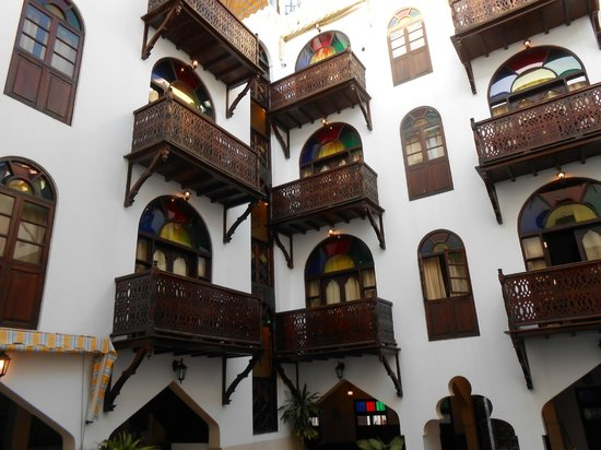 Dhow Palace Hotel : Balconies overlooking courtyard