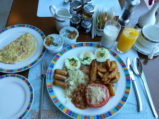 Flora Creek Deluxe Hotel Apartments: Breakfast at flora creek 2