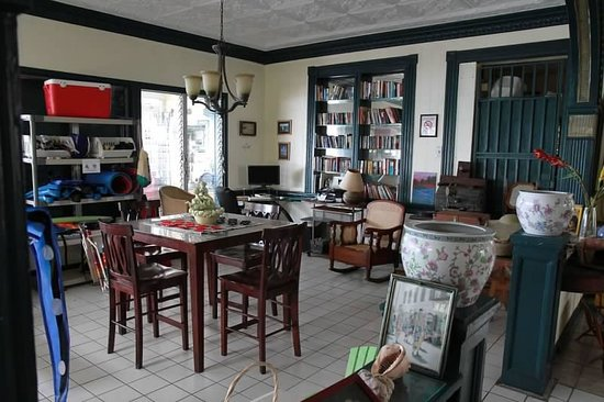 Miller Manor Guest House: Game room