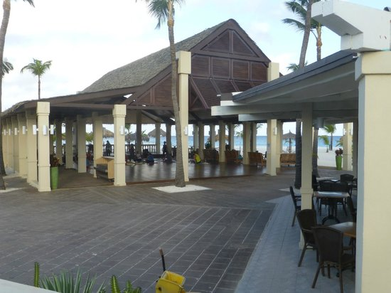 Manchebo Beach Resort & Spa: Morning Yoga on the beach