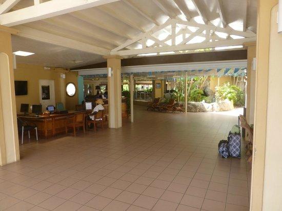 Manchebo Beach Resort & Spa: Front desk/Entrance