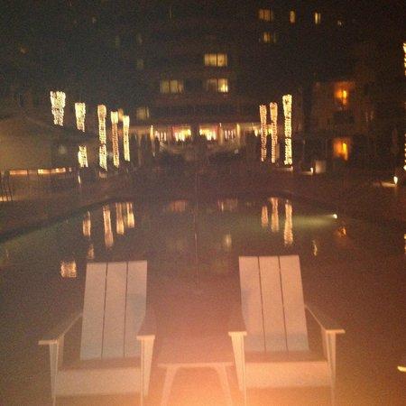 Edgewater Beach Hotel: Pool at Night