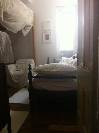 Church des Artistes Guest House: Cozy Loft Bedroom