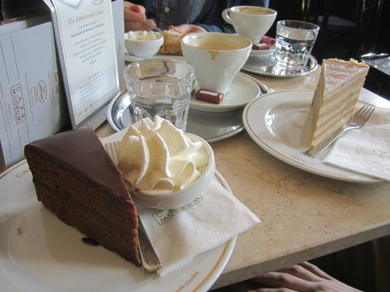 Cafe Museum: Sachertorte with whipped cream