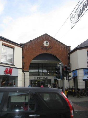 Fairhill Shopping Centre: Exit into the town centre.
