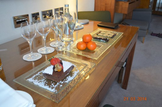 Canary Riverside Plaza Hotel: Birthday celebration - supplied by the wonderful hotel