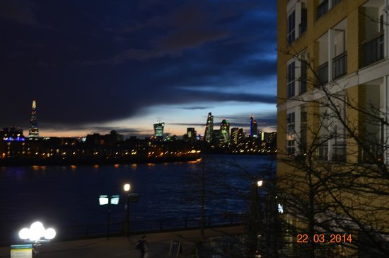 Canary Riverside Plaza Hotel: view from next to the hotel